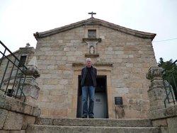 Igreja De Santiago E Panteao Dos Cabrais
