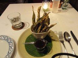 前菜:空芯菜のフライ。タマリンドソース