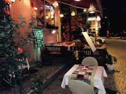 Altonita Cafe & Restaurant