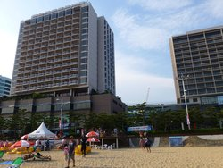 ホテル全景(海岸から)