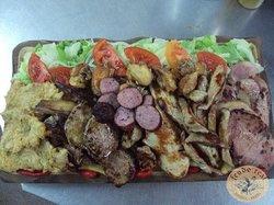 Parrillada de carnes (ideal 3/4 personas).