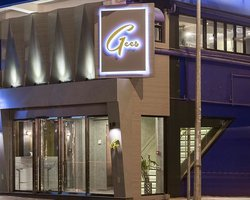 Gees Restaurant & Bar