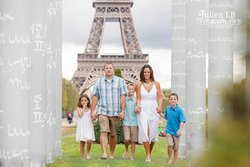 Familly photo session in Paris with PICmyTRIP Paris