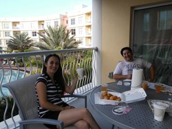 Desayuno con vista a la piscina