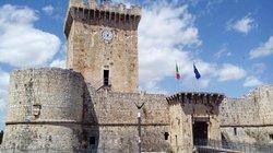 Castello dei Piccolomini di Ortucchio