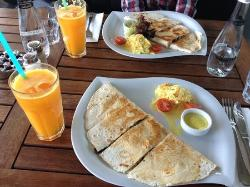 Dodici Cafe and Restaurant