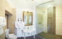 Executive Suite, bathroom