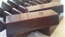 Barras de chocolate hecho con puro cacao piurano