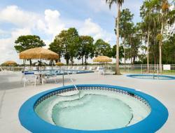 Howard Johnson Express Inn - Suites Lake Front Park Kissimme