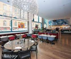 H2O Hamburg Stockholm Kitchen Bar Lounge at the Scandic Hamburg Emporio