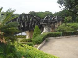 クウェーイ川鉄橋