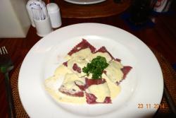 Ravioli with rouefort and walnut sauce