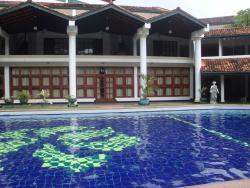 Swimming Pool at Palm Beach Hotel Colombo 03Nov14