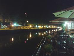 vista noturna do rio