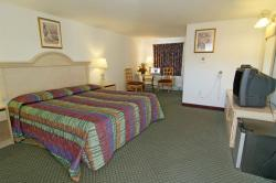 Americas Best Value Inn & Suites / Hyannis