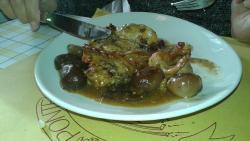 Coniglio con cipolle al balsamico