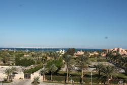 территория отеля на 1 линии где наш пляж.