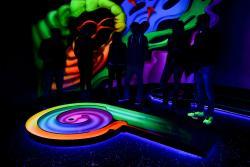 Schwarzlichtfabrik 3D Minigolf