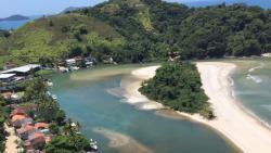 Vista aérea da praia da Barra do Una !!! Rio praia e mar ...