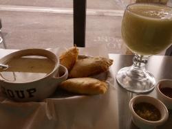 Los Pastes Deli & Bakery