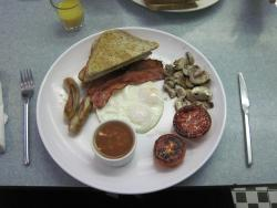 A disappointing English Cooked Breakfast (Dec 2014).