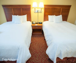 The Double Queen Standard Room at the Hampton Inn & Suites Williamsburg Historic District