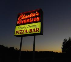 ‪Charlie's Riverside Bar and Grill‬