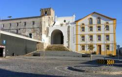 Conjunto constituído pela Igreja e antigo Convento de São Francisco e Fábrica Robinson