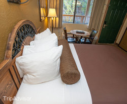 The Double Queen Room at the BEST WESTERN Rivers Edge