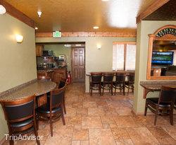 Breakfast Room at the BEST WESTERN Rivers Edge