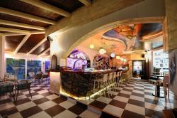 Dali Cafe-lounge Bar