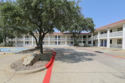 Motel 6 Dallas - Addison
