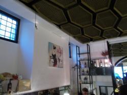 il soffitto e le pareti della sala