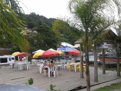 Pier defronte ao Restaurante Maria & Maria no Canal da Barra da Lagoa em Florianópolis.