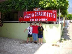 Muzo Og Charlotte's, Dansk Restaurant Og Delikatesse !!