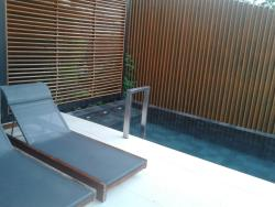 plunge pool at lilac room 2317