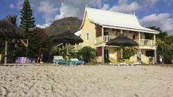 Blick vom Strand auf das Hotel