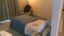 Qui terzo letto....di solito salottino con tavolino,divano e sedie