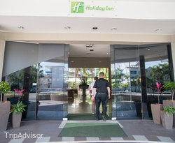 Entrance at the DoubleTree by Hilton Hotel Cairns