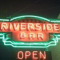 Wiseguys Riverside Bar