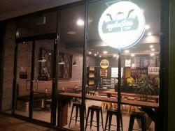 Munkeeskins Cafe