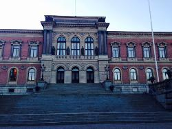 ‪Uppsala University Main Building‬