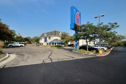 Motel 6 Milwaukee West - Brookfield