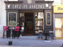 Chez les Garcons