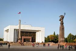 """Статуя """"Эркиндик"""" (""""Свобода"""")"""