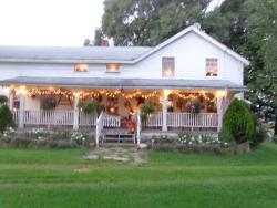 Button's Creekside Farm Bed & Breakfast