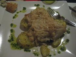 Bacalao con pure de manzana y patatitas