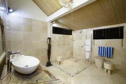 The bungalow Master en-suite