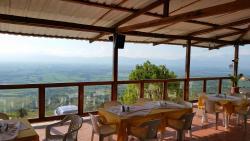 Disfruta de nuestra deliciosa gastronomia rodeado de un espectacular paisaje.
