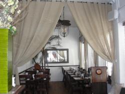 Salud Restaurant & Bar